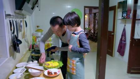爸爸在教儿子做菜,妈妈一听他要当美食家急了:你也想当一吃货呀
