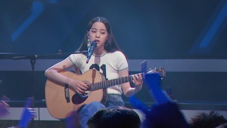 欧阳娜娜深情献唱《天天想你》,小仙女弹着吉他文艺魅力尽释放