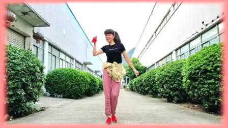 点击观看《国庆广场舞表演视频厉害了我的国 麦芽姐舞蹈视频》