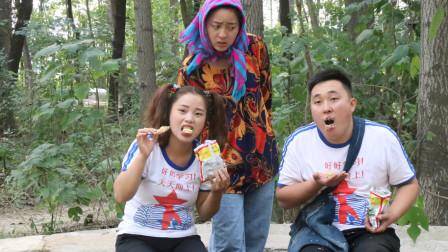 搞笑童年;小时候家里穷,唯一能吃起的零食就是方便面,太怀念了