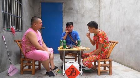 小伙瞒着媳妇邀二货兄弟喝酒,媳妇花式查岗让其主动服软认错!