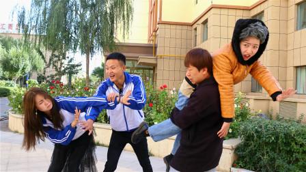 两学生吵架,各自找家长当面对质,双方做法一个比一个奇葩
