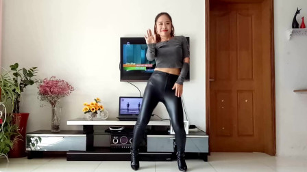 点击观看《最新网红摇胯神曲《唐人》动感时尚 习舞京京》
