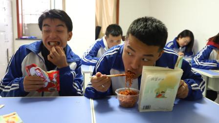 二浪和同学比拼偷吃辣条,结果被老师发现,二浪竟说是自己的头油