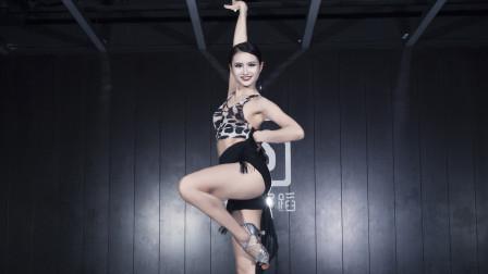 永葆活力美女拉丁舞蹈视频