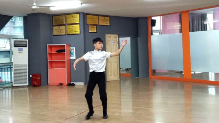点击观看《麦芽双人舞视频 中年健身不错》
