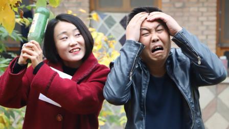段子剧:老公只顾玩手机,媳妇拿出疼痛转移贴,疼得老公呲牙咧嘴