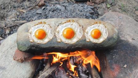 小伙没钱去饭店,一气之下用了三块石头做荷包蛋,看着都香
