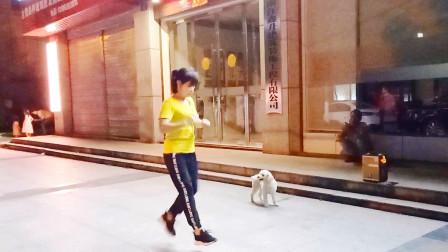 点击观看《简单单人28步鬼步舞蹈视频 麦芽姐广场跳真帅》