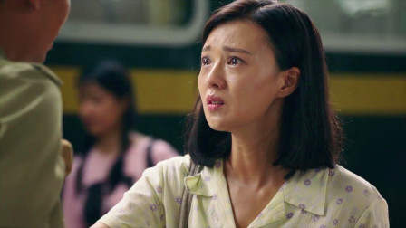 弟弟退役回家,姐姐去车站接,不料一看弟弟模样,她瞬间泪崩!
