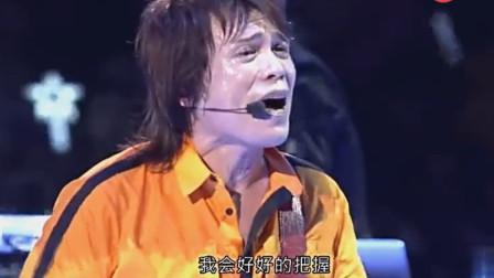 他是唯一一个开演唱会带电风扇的男人,但每次还是唱得满头大汗,嗨翻全场