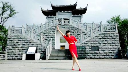 点击观看《麦芽手把手学跳广场舞视频恋人心 一步一步教你跳》