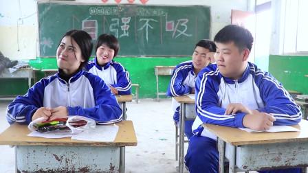 学霸王小九:老师提问同学古诗,答上来就允许吃辣条,学生的回答句句不离辣条