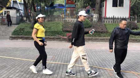 点击观看《轻松简单减肥鬼步舞视频 8步基础步教程分解》