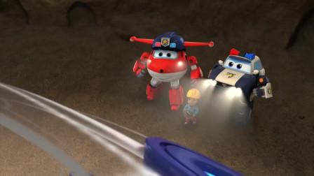 超级飞侠:包警长让乐迪钻进悠波球,带着他们飞上去,逃出地下城
