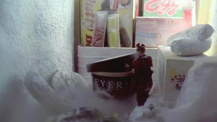 10厘米高的小人偷吃冰淇淋,结果被困在了冰箱里,一部搞笑电影