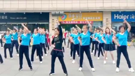 点击观看《阿采加速排汗扭腰操舞蹈视频 瘦腰首选》