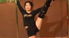 70岁奶奶痴迷钢管舞,教练一听愁坏了,可一看她跳却又不得不佩服
