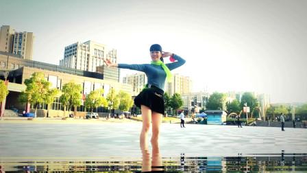 短裙姐麦芽水里学跳广场舞视频夜上海