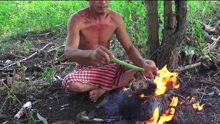 野外美食,大叔石板上烤猪肺,一整块咬下去太爽了