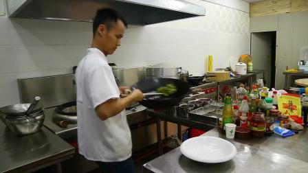 """美食作家王刚:厨师长教你""""干煸四季豆""""的家常做法,很全面的讲解,点赞"""