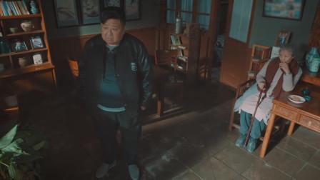 远方的家:胖房东偷听人家说话,还美曰关心他,好奇心太强了相关的图片