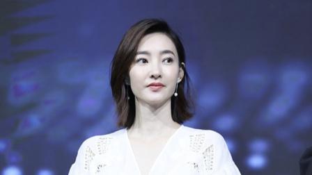 """八卦:王丽坤领证风波后现身活动秀""""蚂蚁腰""""甜笑状态佳"""