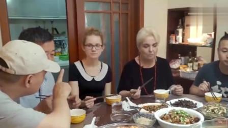 老外在中国:被川菜之魂征服的外国人,来了成都就不想走,中国美食文化真强大