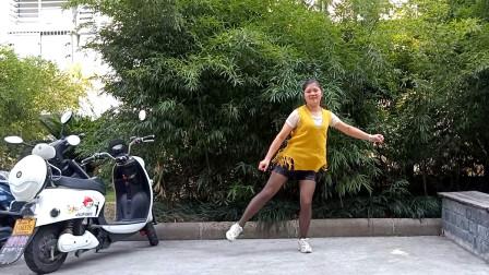 点击观看《短裤黑丝袜麦芽鬼步舞视频酒梦 流行又能减肥》