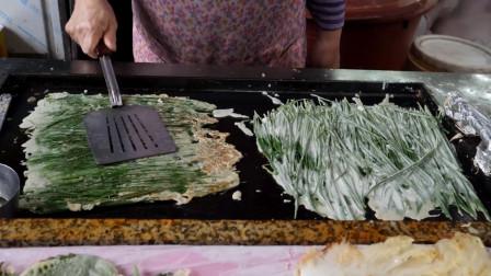 韩国街头的美食,这是在炸蔬菜叶子的?这样的美食你觉得如何