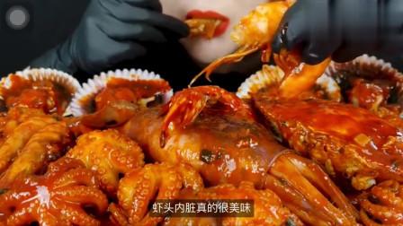 吃货小姐姐,直播吃海鲜,虾头直接放到嘴里吸,看着就饿!