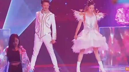 凤凰传奇表演《千年等一回》比原唱还有味道,难道是新的广场舞曲?