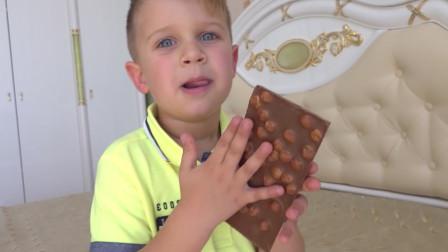 熊孩子真是个吃货呢!小家伙偷吃爸爸抽屉里的巧克力被抓个正着!