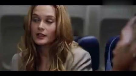航班蛇患:小狗不停大叫,竟是看到毒蛇爬进包里,在向美女示警!相关的图片