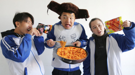 阿宝天天蹭吃同学零食被孤立,为挽回友谊请同学吃火鸡面,结局爆笑