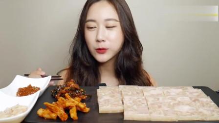 大胃王美食吃播,韩国小姐姐吃猪肉冻和小菜
