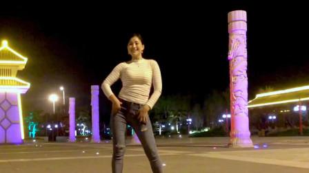 破洞牛仔裤辣妈青青世界广场舞你会遇到更好的人 晚上跳真美