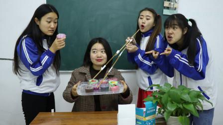 用超长筷子夹无硼砂泥,谁夹到泥就是谁的,没想学霸一次性夹3个