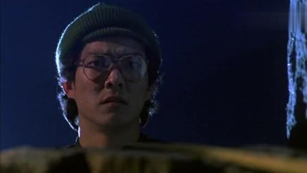 快餐车:小伙用绳子爬古堡,不料绳子被人拉住,结果悲剧了相关的图片