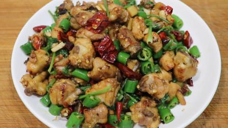 鸡肉不要直接下锅炒,大厨教你这样做,鸡肉嫩滑入味,麻辣又下饭