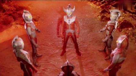 泰罗把能量吸收到奥特之角上,成了超级奥特曼!