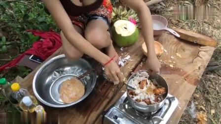 农村美女户外野炊,看了这个视频我才发现:香蕉也能拿来做饭!