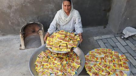 60岁土豪老太村口免费做美食,100块泡面,200孩子吃个够