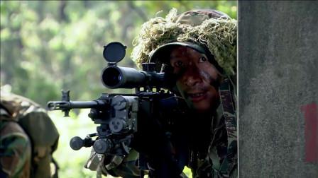 猎鹰临危不乱,一发子弹直接打入敌人耳朵里,不愧是最强狙击手