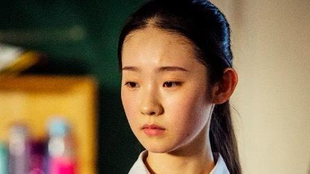"""专访《少年的你》""""胡小蝶""""张艺凡:我喜欢的演员就是周冬雨"""