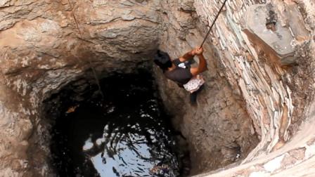 废弃的深井中传出嘶叫声,居民赶来一看,连忙下井救援