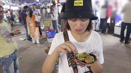 都说在印度,女人晚上是不能出门的,实拍中国小姐姐逛夜市吃美食