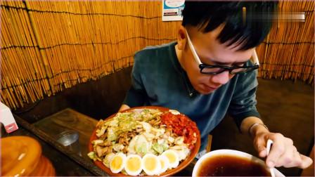 《农村美食》大胃王新井熊,外边纷纷扰扰看小哥安安静静的吃饭!
