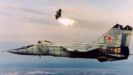 飞行员为自保跳伞逃生,30吨战机直接砸向学校,90余人死亡