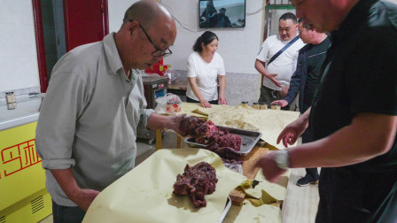 河南最名气驴肉,大爷7岁干到80!每天炖两头,顾客买2000块正常